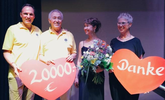 Spendenübergabe an Lesetreff-Waldbronn bei Konzert von Anna Zassimova